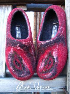 "Купить Валяные тапочки "" Жар-птица "" - бордовый, валяные тапочки, валяная обувь Felt Shoes, Felted Slippers, Needle Felting, Clogs, Footwear, Wool, How To Wear, Crafts, Handmade"