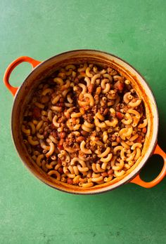 Beef & Beans with Pasta: This is a de-stressingly easy, fabulous tasting, one-pot meal that provides instant comfort. Pasta Recipes, Beef Recipes, Cooking Recipes, Fall Recipes, Pot Pasta, Pasta Dishes, Beef Pasta, Pasta Meals, Beef Tagine