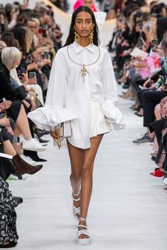 Valentino ready-to-wear spring/summer 2020 - Vogue Australia Source by danapfeffer fashion 2020 2020 Fashion Trends, Fashion 2020, Paris Fashion, Runway Fashion, Spring Fashion, High Fashion, Fashion Show, Fashion Outfits, Womens Fashion