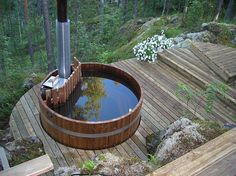 Portable Steam Sauna - We Answer All Your Questions! Rustic Hot Tubs, Sauna Hammam, Whirlpool Deck, Outdoor Spaces, Outdoor Living, Hot Tub Deck, Farm Plans, Cabin Porches, Hot Tub Garden