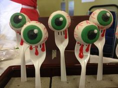 Eyeball Cake Pops  Halloween cakepins.com