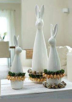 TIZIANO Hase Carlo in neuem Gewand. Schnell und einfach dekoriert mit kleinen Blumenzwiebeln und Eiern. www.tiziano-shop.com   Fotografiert von der BLOOM'S