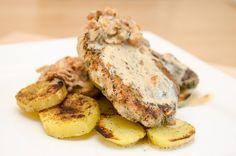 Bravčový orech s pečenými zemiakmi Camembert Cheese, Dairy, Meat, Chicken, Food, Beef, Meal, Essen, Hoods