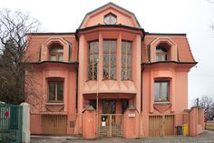 Josef Chochol | Casa para 3 Familias | Praga, República Checa | 1912-1913 Feel Fantastic, No Equipment Workout, The Originals, House Styles, Villa, Czech Republic, Families, Houses, Cubism
