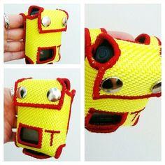 Meldertasche für jeden Feuerwehrmann bzw. Frau. Aus gelben Schlauch mit Buchstabe.