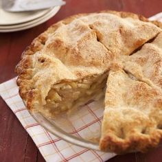 Want to learn how to bake apple pie? Our homemade apple pie recipe uses Granny Smith & McIntosh apples, delivering a perfect balance of sweet & tart. Homemade Apple Pies, Apple Pie Recipes, Baking Recipes, Gala Apple Pie Recipe, Baking Tips, Classic Apple Pie Recipe, Apple Pie Cake, American Test Kitchen, Fresh Peach Pie