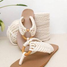 Macrame Dress, Macrame Bag, Doilies Crafts, Creative Shoes, Macrame Design, Crochet Baby Shoes, Macrame Patterns, Kinds Of Shoes, Boho Decor