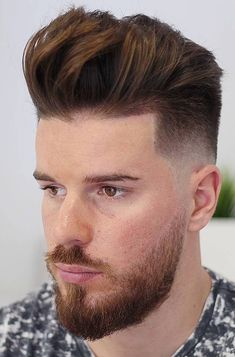 Hand Brushed Layers with Taper Fade - This quiff toes the line between neat and messy, resulting in a windswept appearance. The fade and subtle line up round out the style. Mens Hairstyles Pompadour, Slick Hairstyles, Short Quiff, Short Curly Hair, Hair And Beard Styles, Curly Hair Styles, Gentleman Haircut, Modern Quiff, Men Hair Styles