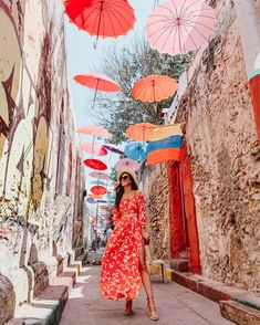 Want to plan a trip to Cartagena? Today's post highlights all of the things you need to know before you go to make your trip a little easier! Places To Travel, Travel Destinations, Housewives Of New York, How To Get Money, How To Wear, Travel Advisory, Colombia Travel, Major Airlines, How To Speak Spanish
