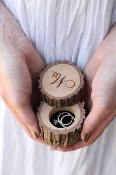 ringkissen hochzeit Today on The Bridal Boutique: Rustic Ring Bearer Box by Black Label Decor - Fall Wedding, Diy Wedding, Rustic Wedding, Dream Wedding, Wedding Blog, Trendy Wedding, Wedding Vintage, Wedding Engagement, Rustic Ring Bearers