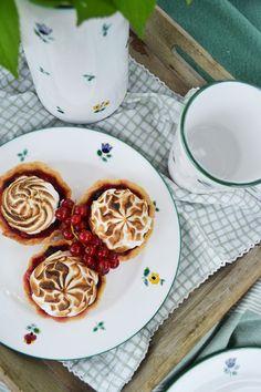 Lust auf ein leckeres Dessert? Auf gmundner.at findet ihr viele tolle Rezeptideen! Handgefertigtes Geschirr seit 1492 Keramik Design, Waffles, Breakfast, Food, Dishes, Amazing, Food Recipes, Morning Coffee, Meal