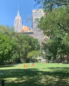 New York Travel Guide, Manhattan Nyc, Fashion Music, Beautiful World, Brooklyn, Dolores Park, Mansions, House Styles, Places