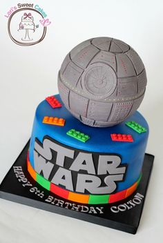 Legos and Star Wars all in one cake! - Star Wars Death Star - Ideas of Star Wars Death Star - Legos and Star Wars all in one cake! Star Wars Party, Star Wars Birthday Cake, Birthday Cupcakes, 7th Birthday, Birthday Ideas, Bolo Star Wars, Tema Star Wars, Bolo Lego, Lego Cake