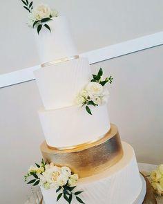 White wedding cake with gold accents #weddingcake