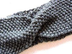 All girls love make up: DIY : Twist Headband Crochet Baby Poncho, Crochet Blanket Edging, Newborn Crochet Patterns, Diy Crochet And Knitting, Crochet Cardigan Pattern, Granny Square Crochet Pattern, Baby Knitting, Headband Laine, Bandeau Torsadé