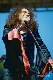 Ronnie James Dio of Black Sabbath during 1980 Heaven and Hell Tour-New Photo by Daniel Larsen Heavy Metal Rock, Heavy Metal Music, Portsmouth, Beatles, Oakland Coliseum, James Dio, Green Photo, Heaven And Hell, Dios
