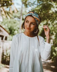 See Women Fashion Casual, like small neckline section break up, chemise fashion garments loose, sweatshirt along with other knits & green. Look Fashion, Fashion Beauty, Womens Fashion, Fashion Styles, Fashion Trends, Moda Boho, Summer Essentials, Headband Hairstyles, Mode Style