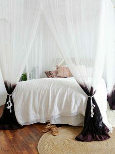 déco de chambre adulte avec lit à baldaquin