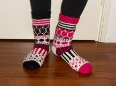 """Marimekko villasukat Pakkaspäivän (-29,2 C) lahjaksi annoin tyttärelleni lämpimät """"Marisukat"""".  Cold winter day (-29,2 C) present I gave to my daughter, warm """"Marisocks""""."""