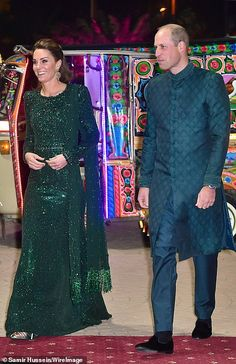 Kate Middleton looked stylish in Pakistan with Prince William, wearing a Christmassy, green sequin dress by Jenny Packham. Monsoon has a great dress that looks to be inspired by the royal gown, for Green Sequin Dress, Green Gown, Kate Middleton, Duke And Duchess, Duchess Of Cambridge, Jenny Packham Dresses, Royal Look, Royal Style, Estilo Real