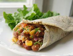 Delicious Vegan Bean Burritos - My Vegan Menu Vegan Menu, Vegan Vegetarian, Vegetarian Recipes, Healthy Recipes, Sin Gluten, Vegan Gluten Free, Veggie Recipes, Whole Food Recipes, Gluten Free Vegan