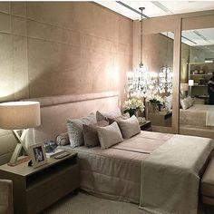 Quarto lindo e inspirador! Projeto by Erika Queiroz | Regram @olioli_lifestyle  #interior #interiores #olioliteam #olioli #bloghomeluxo #decor4home #decor #decoracao #design #decoration #inspiration #decor #bedroom  Site: www.homeluxo.com | Snapchat:Bloghomeluxo