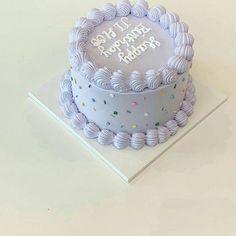 Pretty Birthday Cakes, My Birthday Cake, Pretty Cakes, Birthday Cake Decorating, Simple Cake Decorating, Brithday Cake, Cake Decorating Frosting, Mini Cakes, Cupcake Cakes