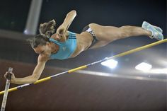 Yelena Isinbayeva - one of the longest set of legs in the world. Female Pole Vaulter, London Olympic Games, Beautiful Athletes, Sporty Girls, Sports Photos, Track And Field, Vaulting, Outdoor Fun, Sports Women