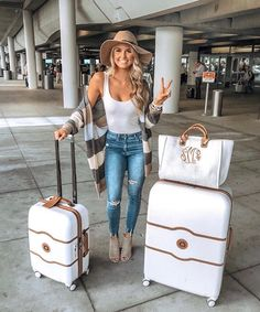 Travel outfit, airport style, white matching luggage and travel look ideas // comfy fall cardigan travel airport outfit … - Top Trends Fall Winter Outfits, Autumn Winter Fashion, Summer Outfits, Casual Outfits, Cute Outfits, Fashion Outfits, Cute Travel Outfits, Traveling Outfits, Fall Travel Outfit