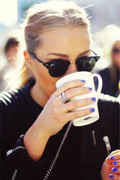 estilo até na hora de tomar um café