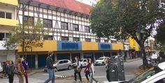 Coppel tem como meta abrir quatro lojas em Santa Catarina A rede de lojas de departamentos Coppel deve inaugurar uma unidade em Blumenau no mês de agosto. A loja abrirá na Rua XV de Novembro, centro da cidade, em frente à Catedral, onde funcionava a Pernambucanas. A Coppel é uma rede de lojas com sede ...
