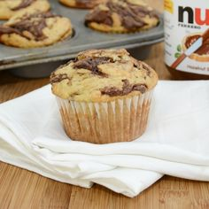 Banana muffins sound a million times more delicious when you swirl a dollop of Nutella into them. In fact adding Nutella to anything makes it more delicious. Ok, well maybe not eve. Banana Nutella Muffins, Moist Banana Muffins, Doughnut Muffins, Nutella Cupcakes, Köstliche Desserts, Delicious Desserts, Dessert Recipes, Yummy Food, Love Food