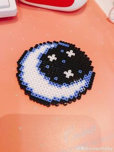 Moon and stars, this can also be seen as an anime eye Easy Perler Bead Patterns, Melty Bead Patterns, Perler Bead Templates, Diy Perler Beads, Perler Bead Art, Beading Patterns, Pixel Beads, Fuse Beads, Pixel Art Animals