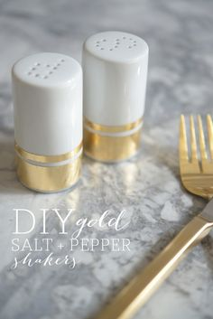 DIY Gold Salt + Pepper Shakers - Cupcakes and Cashmere. like the idea. Do It Yourself Projects, Diy Projects To Try, Deco Table, A Table, Ideias Diy, Gold Diy, Salt Pepper Shakers, Craft Party, Diy Art