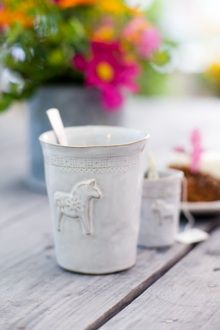 That's a sweet cup with a cute Dalarna horse! Mia Blanche, Sweden.
