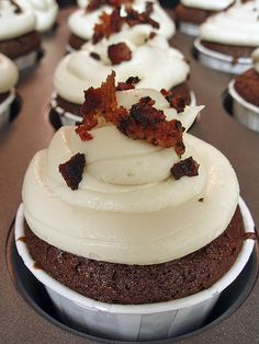 The 'man' cupcake...topped with maple vanilla cream cheese frosting and bits of bacon. Sounds gross but it is amazing!