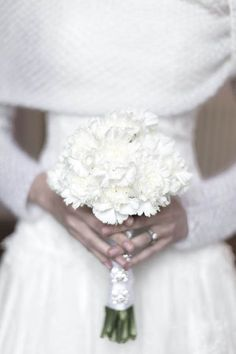 white and silver wedding inspiration shoot | see more on http://weddingwonderland.it/2014/02/matrimonio-invernale-bianco-argento.html