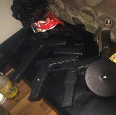 Glock Guns, Weapons Guns, Guns And Ammo, Rifles, Kobe Bryant Pictures, Glitch Wallpaper, Gun Rooms, Stoner Art, Badass Aesthetic