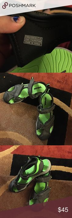 Boys Teva Closed Toes Sandals Boy's Teva Closed Toes Sandals .. Barely Used .. There are in great condition Teva Shoes Sandals & Flip Flops