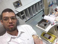 No HemoRio doando sangue em 22 de novembro de 2016.
