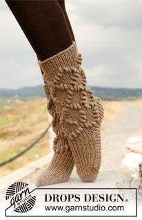 "Gebreide DROPS sokken met bobbels en boordsteek van ""Nepal"". ~ DROPS Design"