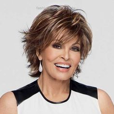 90 Classy and Simple Short Hairstyles for Women over 50 Raquel+Welch+short+shag+hairstyle Short Shag Hairstyles, Short Layered Haircuts, Mom Hairstyles, Hairstyles Over 50, Short Hairstyles For Women, Gorgeous Hairstyles, Sassy Haircuts, Pixie Haircuts, Hairstyle Ideas