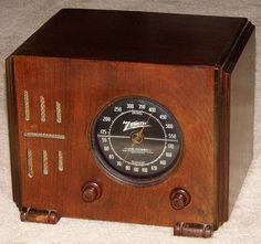 Vintage Zenith Wood Cube Table Radio, Model 5-R-216, Broadcast Only (MW), 5 Tubes, Circa 1937.