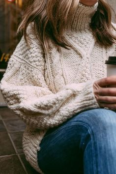 Thrifted wool sweater is the perfect piece for winter. Source by gracey_finan sweater outfit Sweaters And Jeans, Cozy Sweaters, Chunky Sweaters, Fall Winter Outfits, Autumn Winter Fashion, Winter Sweater Outfits, Sweater Dresses, Winter Looks, Winter Style
