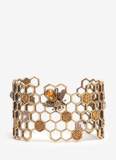 Alexander McQueen Honeycomb bee cuff bracelet Call Bee Specialists in… Bee Jewelry, Insect Jewelry, Jewelry Box, Jewelry Accessories, Fashion Accessories, Jewelry Design, Gold Jewellery, Jewelry Making, Metal Bracelets