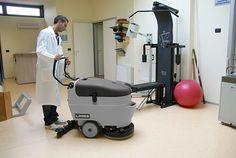 Máy chà sàn liên hợp  có khả năng làm sạch sàn một cách hiệu quả. Nó có thể làm sạch 500m2 sàn chỉ trong 4 tiếng đồng hồ.Nhưng đã bao giờ bạ...