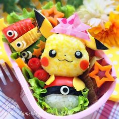 Cute Pikachu + Pokeball onigiri bento box (made from dyed rice, nori, imitation crab, & egg) Japanese Bento Box, Japanese Food Art, Japanese Sweets, Kawaii Bento, Cute Bento, Bento Box Lunch For Kids, Lunch Box, Healthy Meals For Kids, Kids Meals