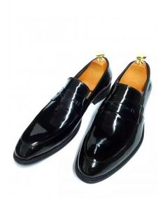 Shop now pure Italian leather shoes for men on sale. Brown Formal Shoes, Formal Shoes For Men, Italian Leather Shoes, Luxury Shoes, Shoe Shop, Black And Brown, Men's Shoes, Shop Now, Loafers