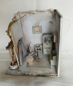 Handmade miniature diorama scale Working light 10 x 14 x 15 cm Miniature Dollhouse Accessories, Miniature Rooms, Miniature Houses, Doll House Wallpaper, Home Wallpaper, Haunted Dollhouse, Dollhouse Miniatures, Free To Use Images, Retro Renovation