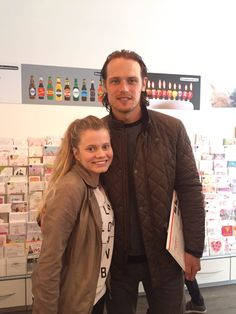 Laird Broch Tuarach : Photo Sam Heughan with a fan